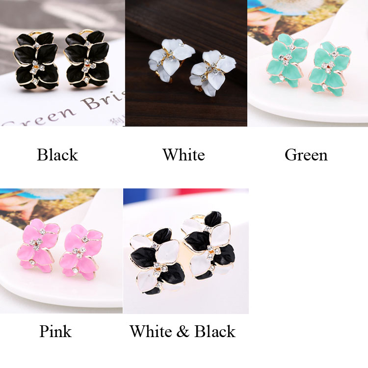 New Graceful Pretty Clover Petals Rhinestone Earrings Studs