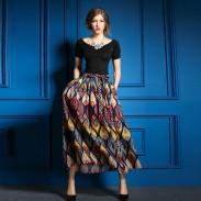 Black Short Sleeve T-shirt + Fashion Leisure Printed Skirt Suits