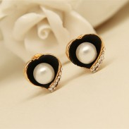 Retro Heart Shape Pearl Rhinestone Ear Stud