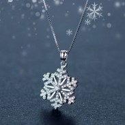 Lovely Diamond-studded Snowflake Pendant Silver Cute Clavicle Chain Necklace Winter Style Cool Fashion Necklace