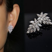Noble Winky Crystal Leaves 925 Silver Hypoallergenic Earrings