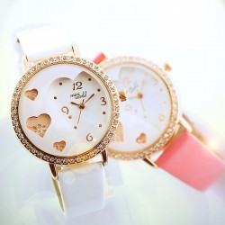 Sweet Heart Pattern Crystal Quicksand Watch