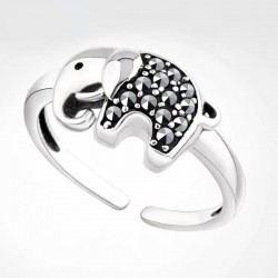Vintage Lucky Elephant  Rhinestone Animal Ring