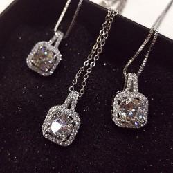 Luxurious Cubic Zirconia Pendant Handbag Pattern Clavicle Chain Necklace