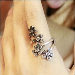 Four Flowers Wrap Ring