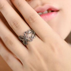 Pretty Clover Plant Pattern Rhinestone Ring