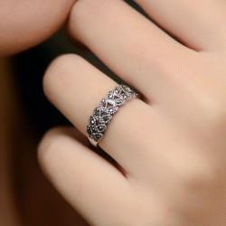 Fashion Hollow Daisy Pattern Rhinestone Rings