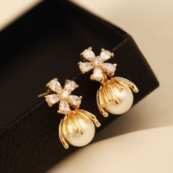 Shining Chrysanthemum Flowers Pearl Crystal Women's Earrings Studs