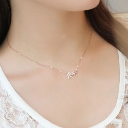 Shining Women's Accessories Lucky Flower Necklace Clavicle Chain Sweet Necklace