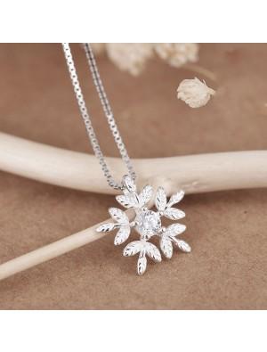 Fresh Snowflake Silver Zircon Friend Gift Jewelry Women Necklace