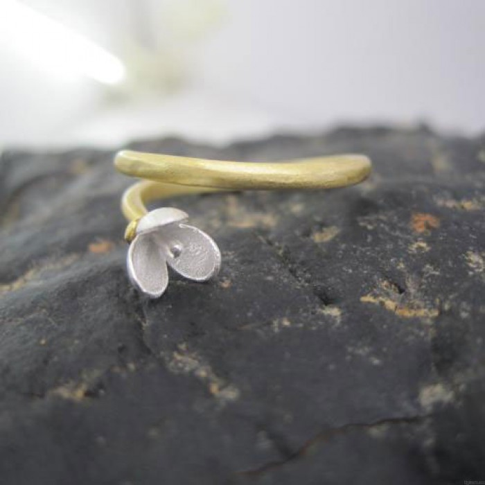 Hand Made Flower Pattern Silver Woman Rings