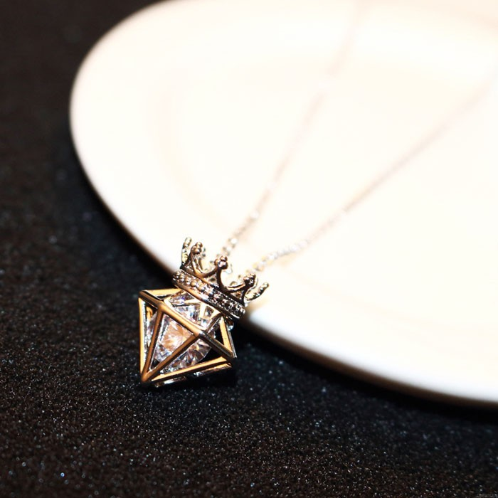 New Rose Gold Short Chain Zircon Crown Diamond Pendant Necklace