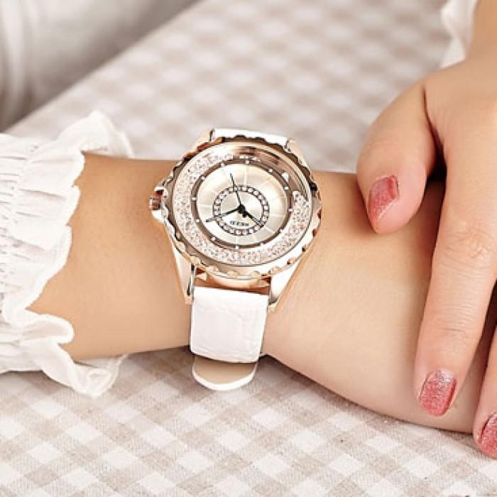 Elegant Flowing Rhinestone Leather Belt Woman Watch
