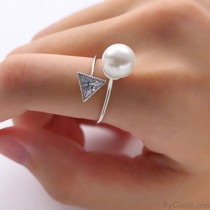 Anneau ouvert à la mode en plastique avec cristal triangulaire perlé
