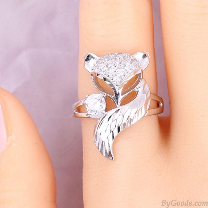 Bague pour femmes en diamant avec un animal au design unique en argent