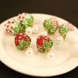 Boucles d'oreille perlées à double usage de diamants et de fraises