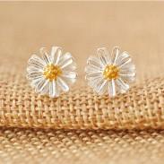 Sucré Marguerite Une fleur Jaune étamines Sterling Argent Puces d'oreilles fraîches
