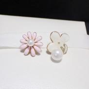 Douce Fleur Daisy mignon pendentif perle asymétrique Boucles d'oreilles Mode