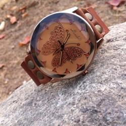 Rétro à la main en cuir de vache papillon en cuir personnalité Femmes Regardez