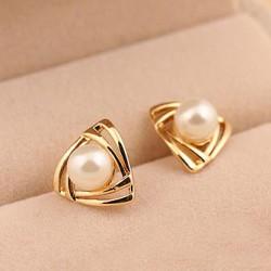 Mignon Triangle Perle Boucle d'oreille Studs