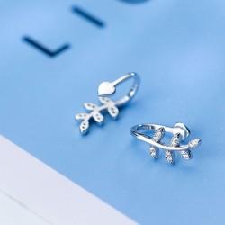 Pince à boucle d'oreille diamant feuille feuille femmes