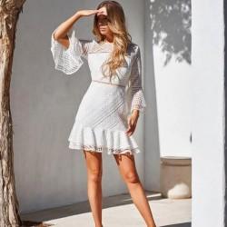 Douces manches longues creuse col rond jupe à volants robe d'été en dentelle