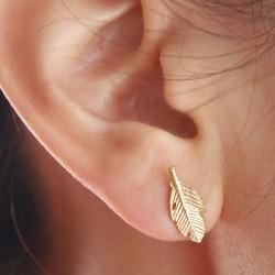 Forme de plume unique laisse boucles d'oreilles alliage boucles d'oreilles goujons