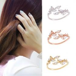 Elégant feuilles incrusté de diamants Glisten Anneau d'ouverture réglable
