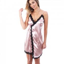 Ceinture sexy en forme de V avec décolleté en V avec un pyjama de dentelle noire et de soie