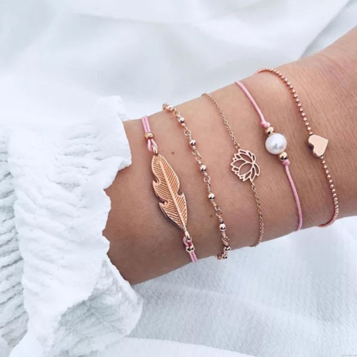 Bracelet de cinq pièces en alliage de lotus en alliage de perles de plumes mignonnes