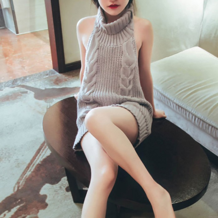 Pull femme dos nu à col roulé et cosplay sexy
