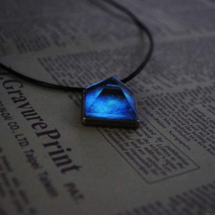 Fantastique Naturel Lumineux Pyramide Cristal Pendentif Collier