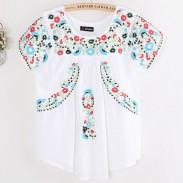 Camisa de mangas cortas de las mujeres coloridas del bordado de las flores del estilo popular