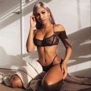 Conjunto de sujetadores de encaje negro sexy Bikinis T-pants Ropa interior Mujeres Lencería íntima