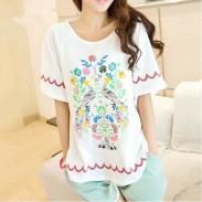 Camiseta suelta con estampado floral de pavo real único
