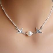 Collar de perlas de pareja de aves