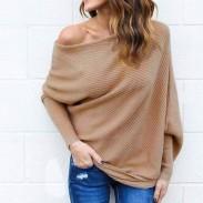 Suéter largo de la capa de las mujeres atractivas del hombro del murciélago