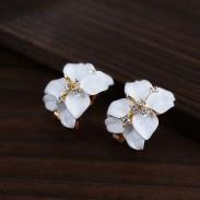 Moda Elegante Dulce Trébol pétalos Diamante de imitación Aretes pernos prisioneros