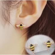 Dessin animé Mignonne abeille Bordée de diamants Ailes Or Plaqué Femmes Animal Oreille Agrafe