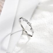Lindo anillo de plata abierto abierto de espinas plateadas abiertas
