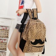 Estilo de moda bigote con mochila estampado de leopardo