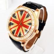 El reloj retro con adorno de strass con bandera británica.
