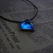 Fantástico colgante de cristal de la pirámide luminosa natural