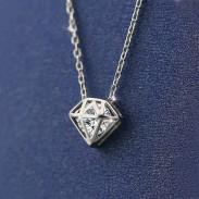 Collar de cadena colgante de circón brillante plata diamante hueco