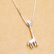Colgante de jirafa de plata linda Colgante de cadena de clavícula de regalo de niña dulce Animal ajustable Collares