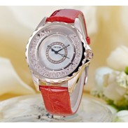 Elegante correa de cuero con diamantes de imitación que fluye reloj de mujer