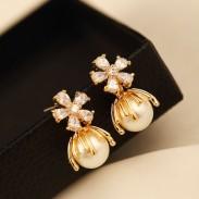 Brillantes flores de crisantemo Pendientes de perlas de cristal de mujer