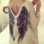 Camiseta con cuello en V de manga larga y cuello alto de Angel Wings