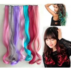 Destaca la trama ondulada colorida del pelo con clip ondulado
