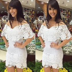 Vestido de encaje blanco floral elegante perspectiva